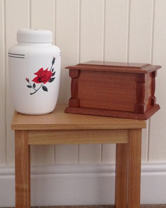 Eco Cornstarch Urn & Solid Mahogany Casket